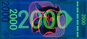 Tuan-Vuong-Trong-Pamětní-bankovka-pod-UV-lampou-přední-strana-Ateliér-tvorby-písma-a-typografie-UMPRUM