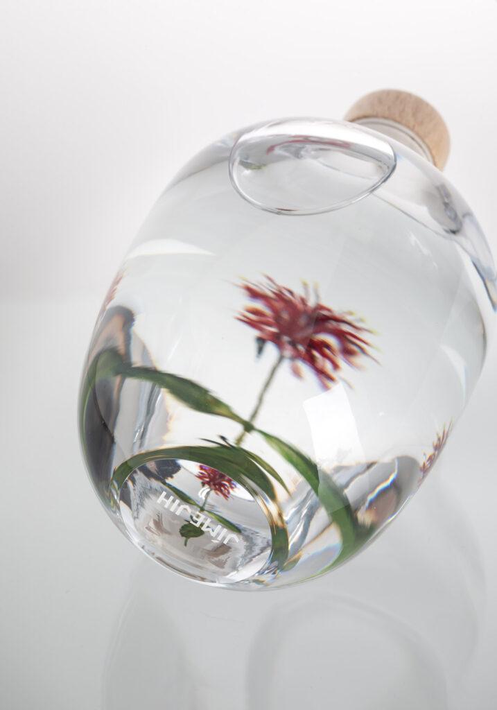 Gin od spolku Jíme Jih v limitované edici láhví od Františka Jungvirta.