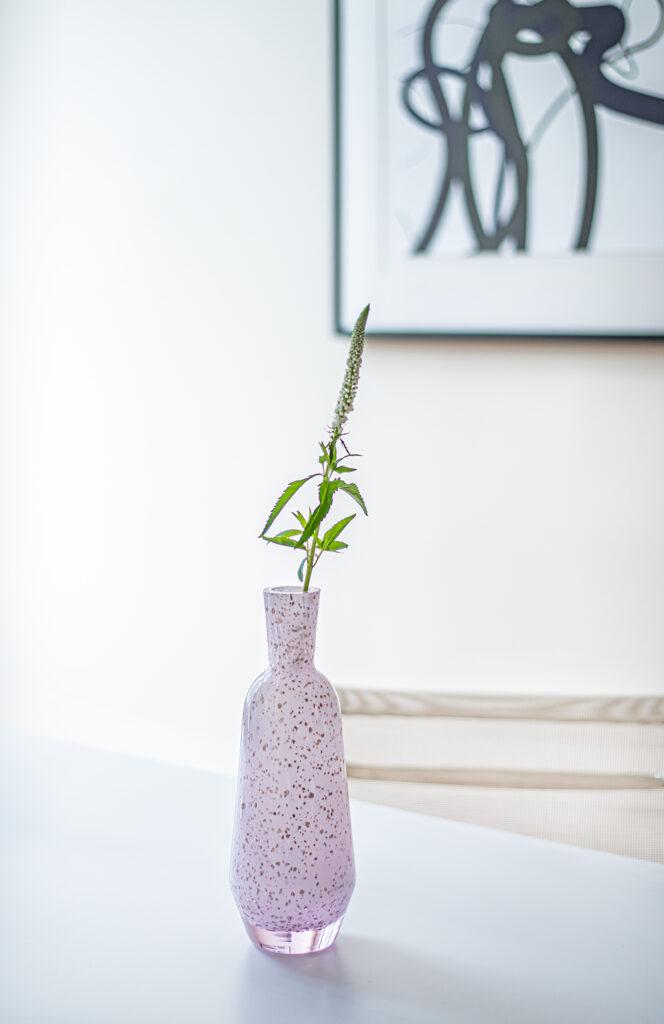 Váza z nové kolekce CUT od Vlastimila Šenkýře