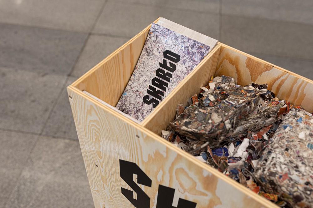 Materiál na výrobu desek SKARTO pochází ze starých a nevyužitých propagačních materiálů KCP. Foto KCP