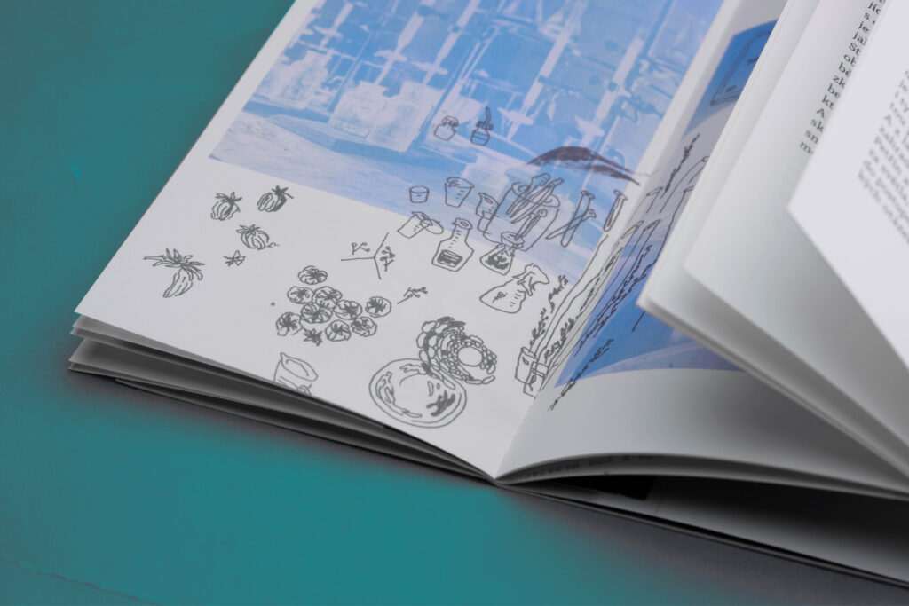 Pro ilustrace si designérka vypůjčila i artefakty z dědečkova života. Foto Veronika Opatrná
