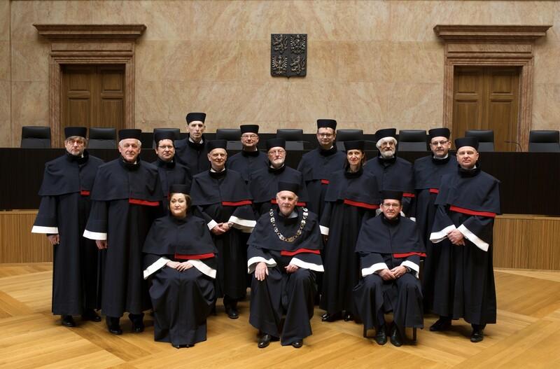 Taláry ústavních soudců navržené Liběnou Rochovou. Zdroj: www.usodu.cz Foto Jan Symon