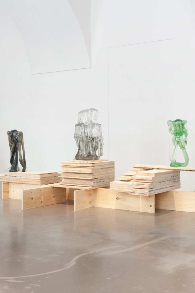 Umělec Milan Houser posunul nově svou tvorbu i na pole volného sklářského umění. Foto David Růžička