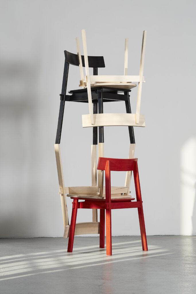 Židle Yoora z kolekce bytových doplňků studia IHOR. Foto Czech Grand Design/Lenka Glisníková