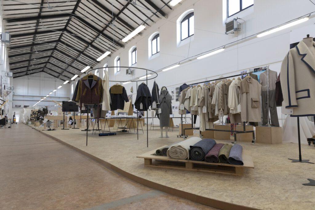 Udržitelná vlna studentů Ateliéru módní tvorby. Foto Ondřej Kubeš a Samuel Petráš. Zdroj UMPRUM