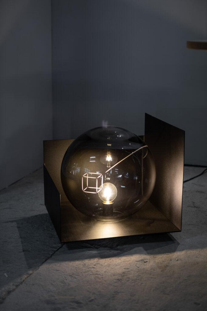 Phases Floor Lamp v rámci instalace na Czech Design Week 2021. Foto Anna Pleslová