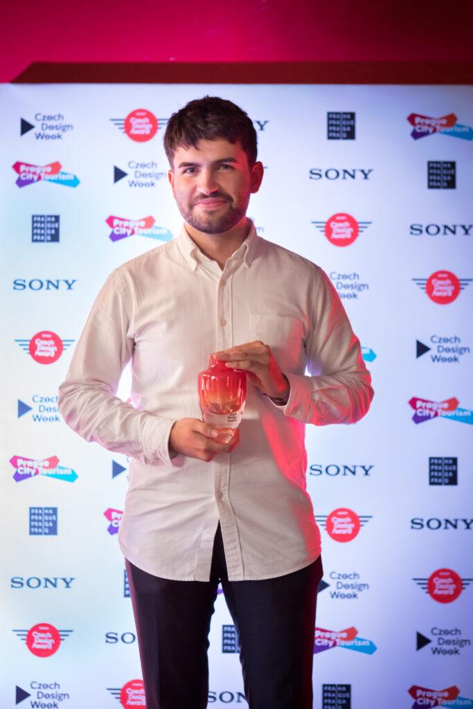 Tomáš Kučera při přebírání Czech Design Award. Foto Anna Pleslová