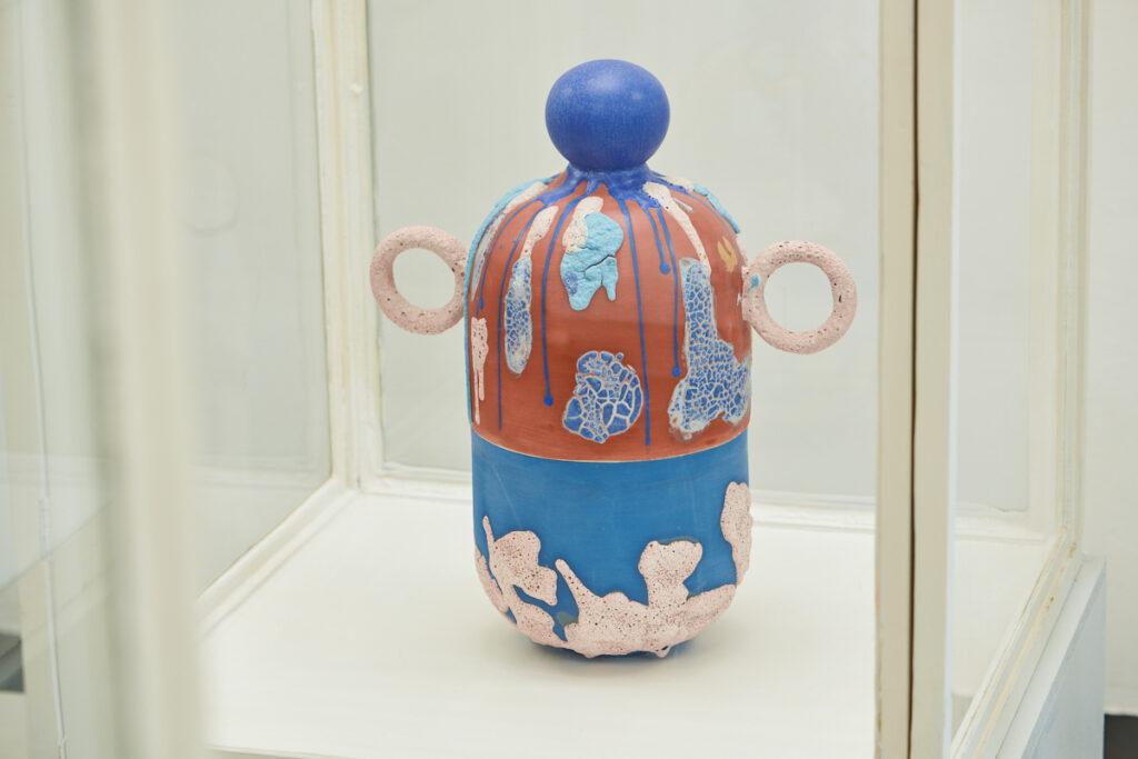 (Pochm)urny Gréty Kušnírové vznikly v rámci semestrální práce v Ateliéru keramiky a porcelánu UMPRUM. Foto Tomáš Zumr