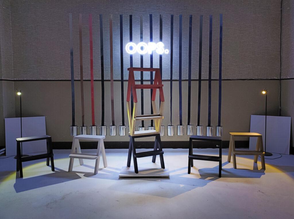 Značka minimalistického nábytku OOPS. sdružuje trojici nadšenců do řemesla a detailních provedení. Při tvorbě se snaží, aby jejich každý kus měl snadno rozpoznatelný prvek, který z nich činí unikát. Zdroj OOPS.